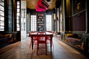 Bruxelles salle conviviale et originale : upside down library