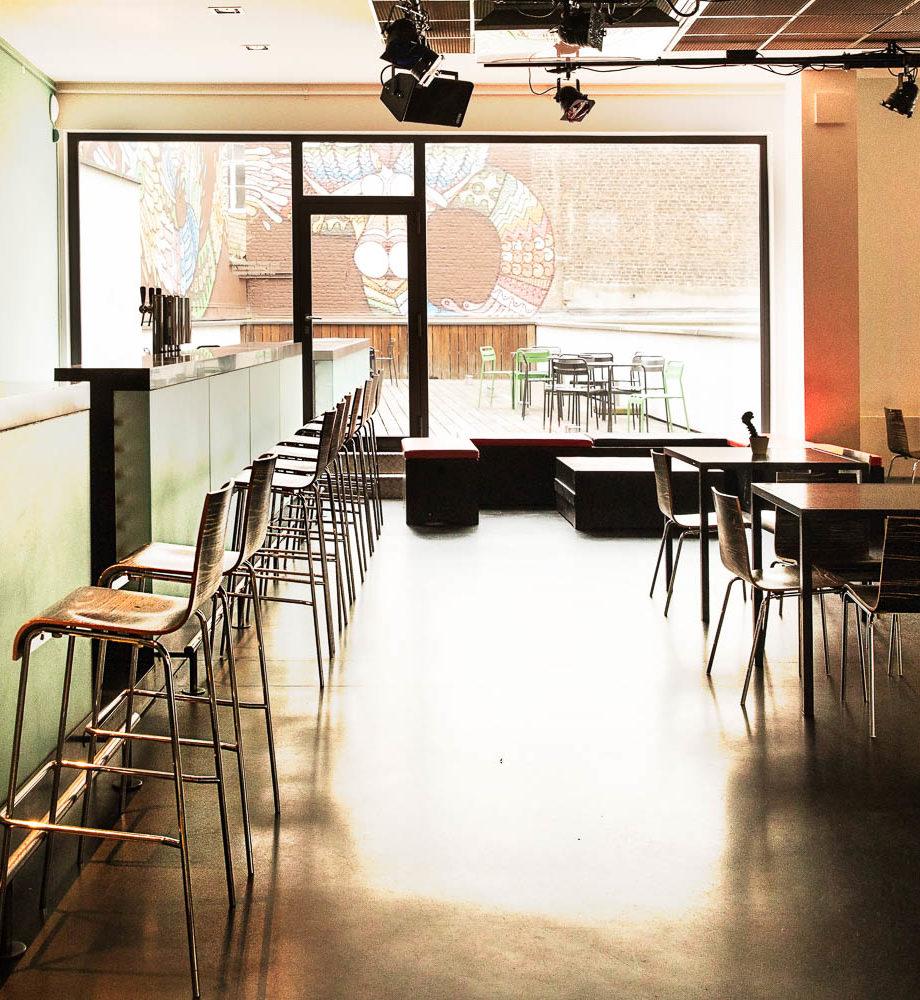Bar et terrasse extérieure à louer